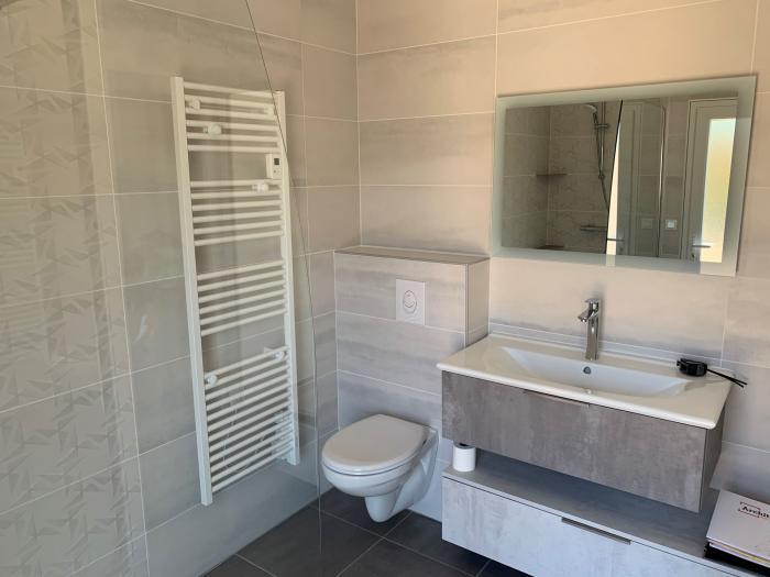 rénovation transformation d'un garage en chambre et salle de bain par Architéa 50 Manche