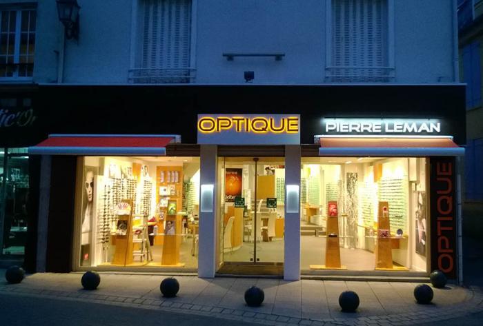 optique rénovation d'un opticien à dreux par Architéa 69 Lyon Ouest