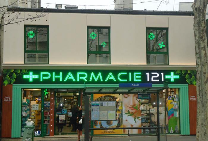 pharmacie habillage devanture de pharmacie à paris par Architéa Architea France