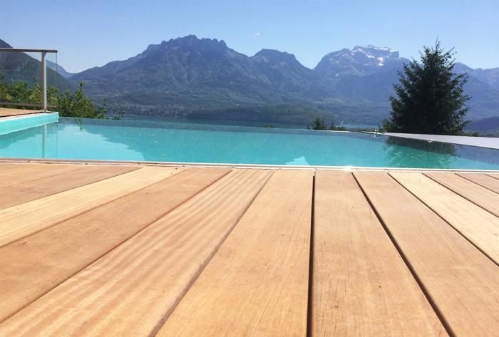 extérieur rénovation d'une piscine à débordement en haute-savoie par Architéa 74 Haute-Savoie