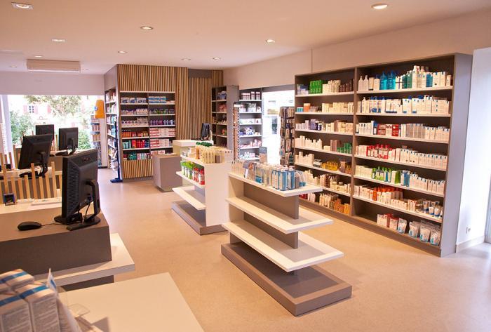pharmacie rénovation complète d'une officine à lentilly par Architéa 69 Lyon Ouest