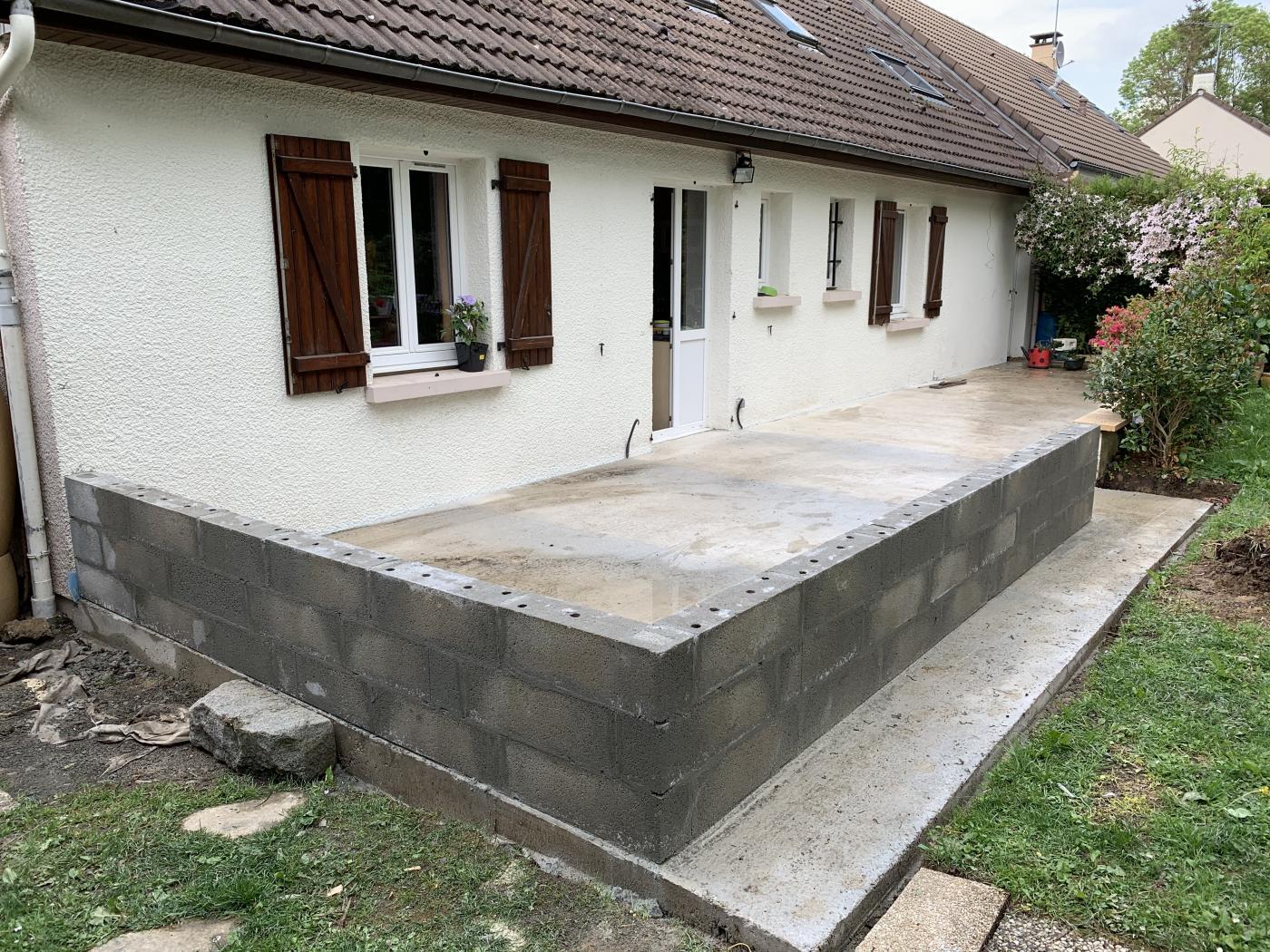 muret sur terrasse béton pour véranda